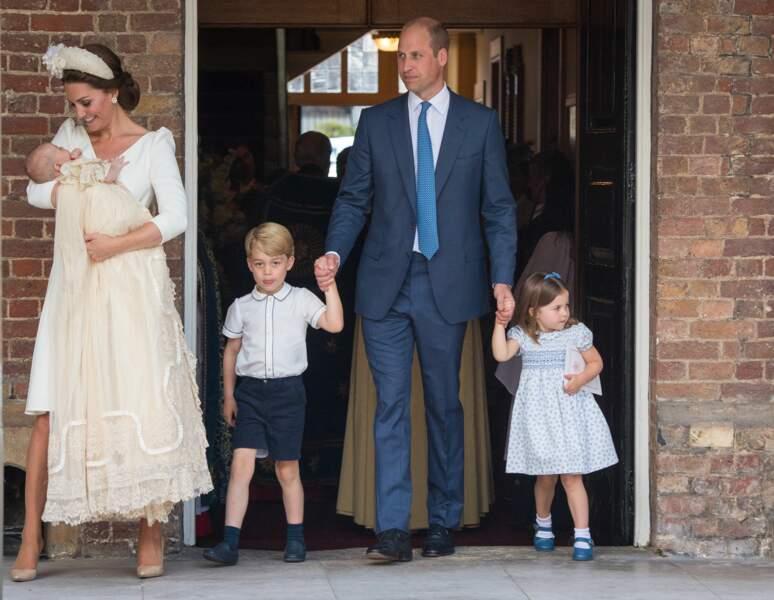 Kate et William, accompagnée de Charlotte et George, lors du baptême du prince Louis le 9 juillet 2018