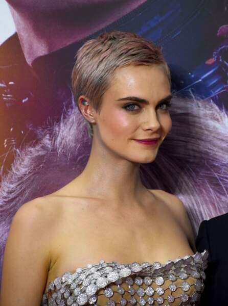 L'actrice avait le choix de nuancé sa couleur blond cendré d'un rose glacé