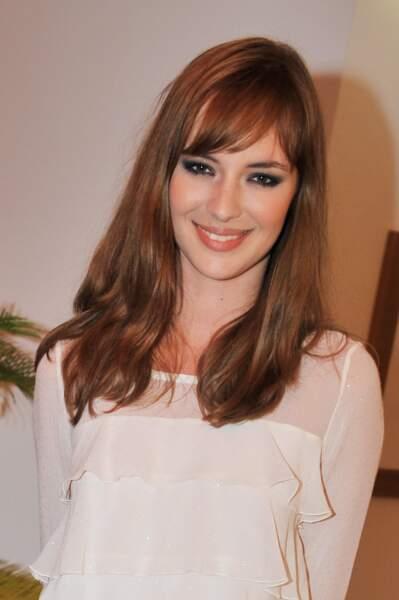 Changement de style pour la jeune femme, Louise Bourgoin se révèle avec une couleur cuivrée plus foncée