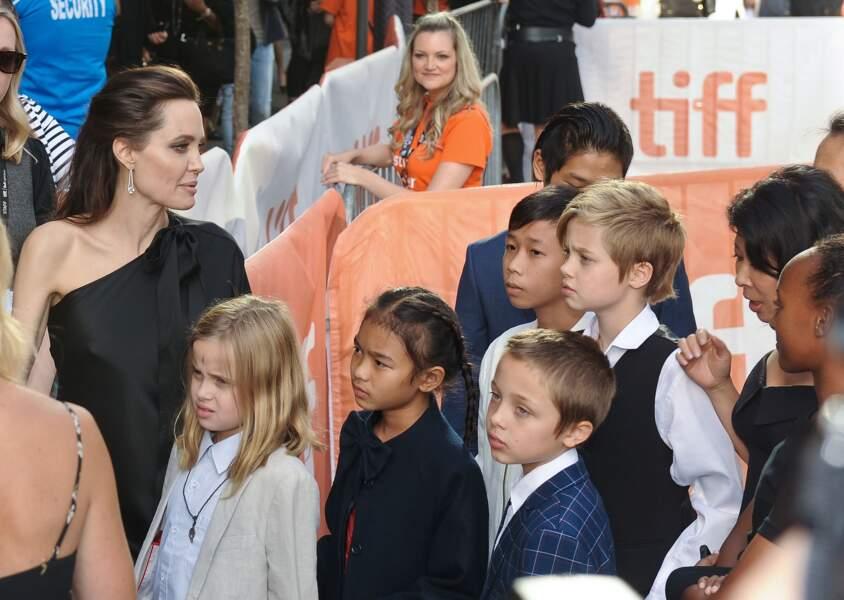 """Shiloh Jolie-Pitt, ici en famille en septembre 2017, demande à ce qu'on l'appelle """"John"""""""