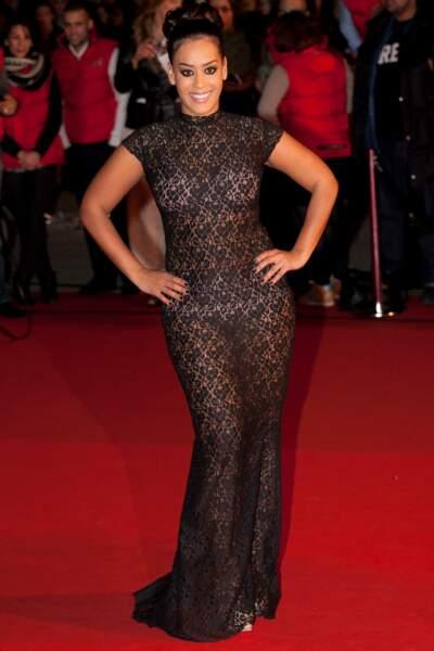 Amel Bent en robe totalement transparente, sur le tapis rouge des NRJ Music Awards à Cannes le 14 décembre 2013
