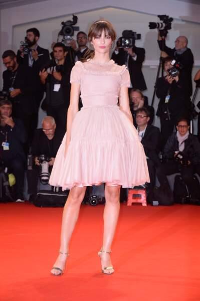 Elle est représentée par l'agence Karin Models
