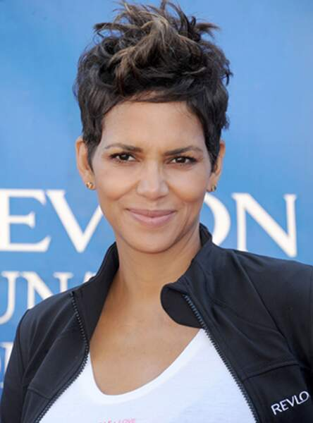 La coupe courte rock de Halle Berry