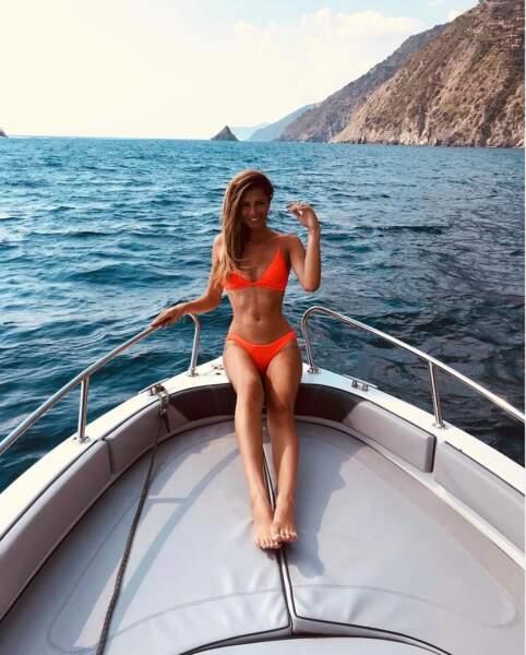 Déjà à l'été 2018, Julia Sidi Atman (Miss Côte d'Azur 2017 et candidate de Pékin Express) arborait du fluo