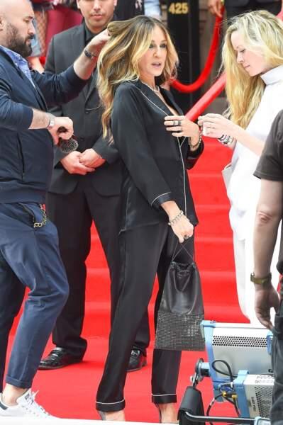 Pause coiffure pour Sarah Jessica Parker sur le tournage Intimissimi.