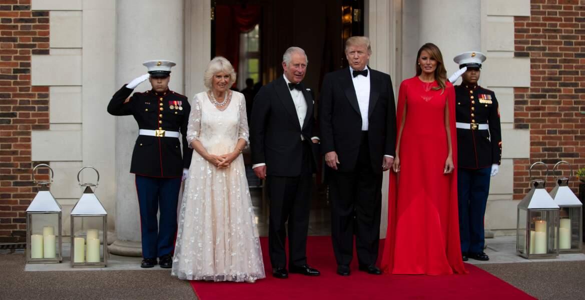 Melania Trump dans une robe longue cape Givenchy à 5790 €