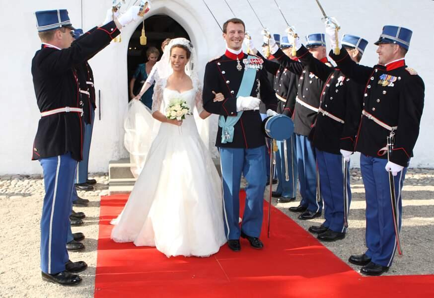 Marie Cavallier (en robe Arasa Morelli) et le prince Joachim de Danemark lors de leur mariage en 2008