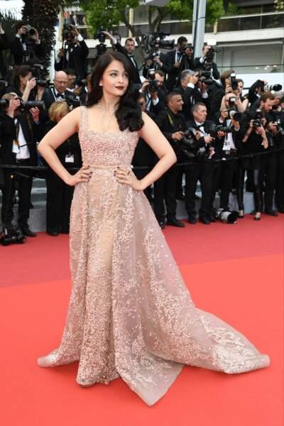 Aishwarya Rai en Elie Saab, bijoux Boucheron. Mise en beauté L'Oréal Paris