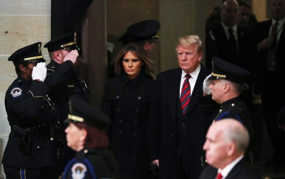 Melania et Donald Trump sont allés se recueillir sur le cercueil de George H. W. Bush lundi 3 décembre