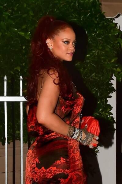 Rihanna assortit la couleur de sa tenue à celle de ses cheveux