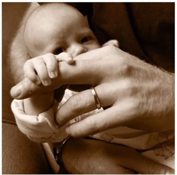 Le jour de la fête des Pères le 16 juin, on découvrait les petites mains d'Archie