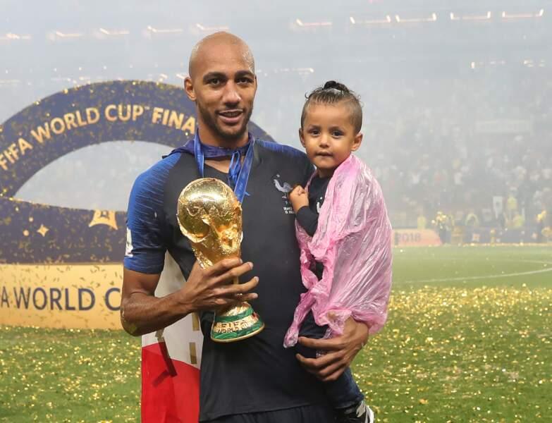 Steven Nzonzi a célébré la victoire des Bleus dans les bras de sa fille