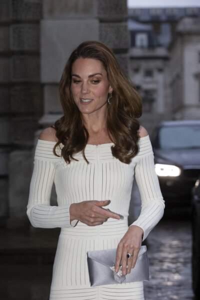 Kate Middleton dans une robe près du corps à Londres, le 12 juin 2019
