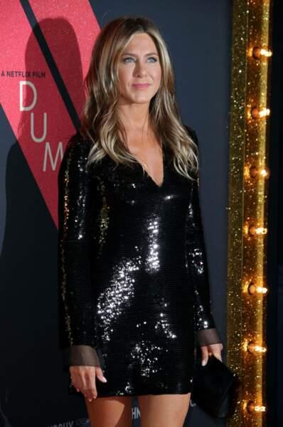 Une robe noire toute strassée pour celle qui veulent briller comme Jennifer Aniston