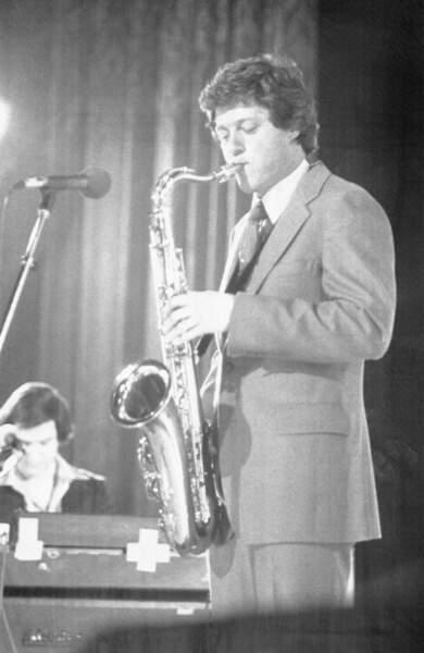 Bill Clinton joue du saxophone en 1978