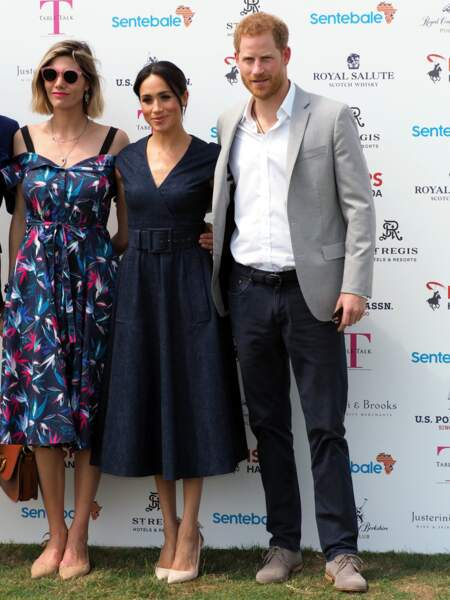 Le Prince Harry et Meghan Markle (en robe midi en denim Carolina Herrera), à Windsor le 26 juillet 2018