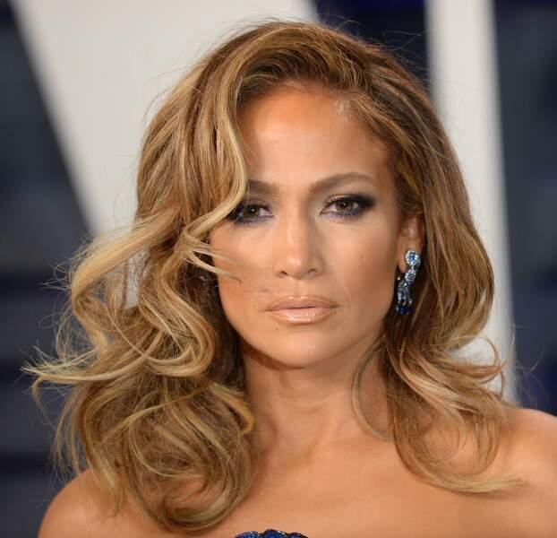 Les boucles hollywoodiennes de Jennifer Lopez.