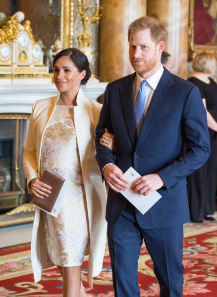 Meghan Markle ravissante aux bras du prince Harry ce mardi 5 mars