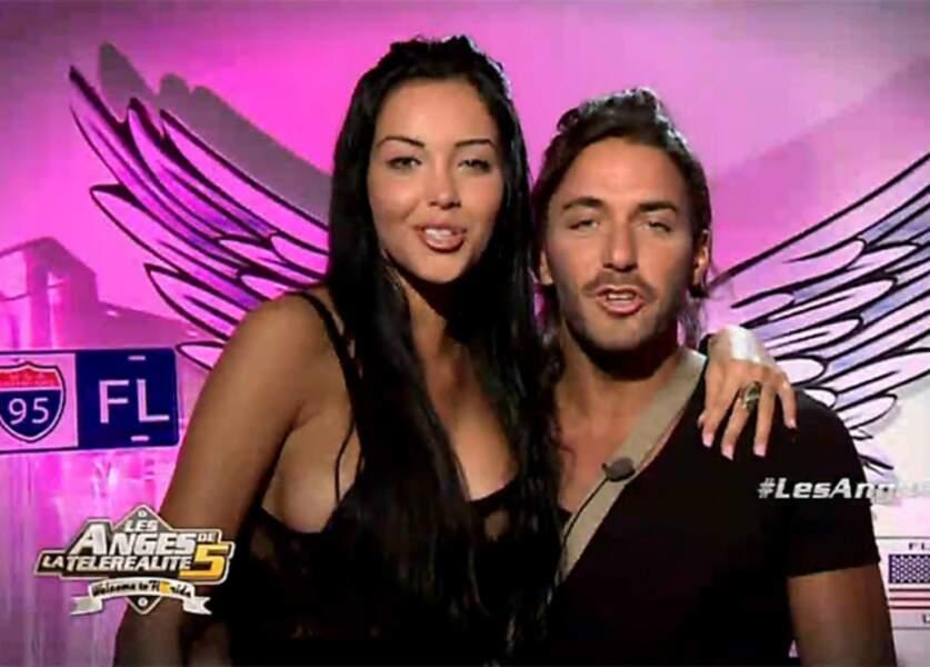 """Nabilla Benattia et son compagnon Thomas Vergara pendant l'émission """" Les Anges de la Téléréalité"""" en 2012"""