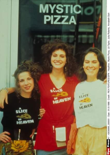 """Dans le film """"Mystic Pizza"""" avec Lili Taylor et  Annabeth Gish en 1988"""