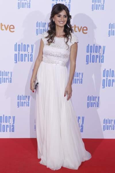 Penelope Cruz en robe longue Chanel s'est coiffée comme le jour où elle a défilé pour la marque