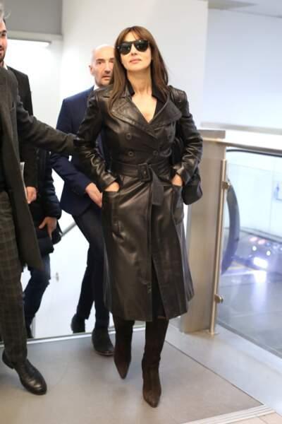 Monica Bellucci, sexy et élégante, arrive à l'aéroport de Milan, le 19 février 2019.