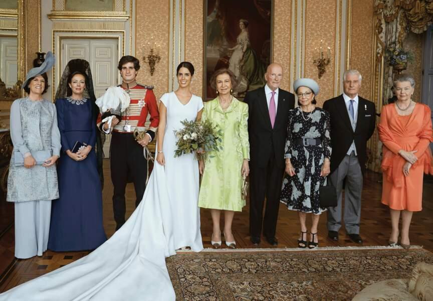La reine Sofia, Matilde Solis, duchesse de Huescar, Carlos Fitz-James Stuart, duc d'Albe posent pour le mariage.