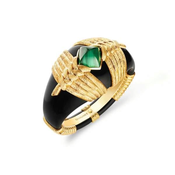 PIERRES PRÉCIEUSES, bracelet Talismania en or jaune, malachite et ébène. Chaumet, prix sur demande.