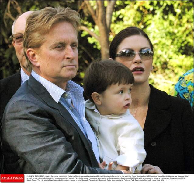 Le couple et leur premier fils, au mariage de la mère de Michael Douglas, Diana Dill (2002)