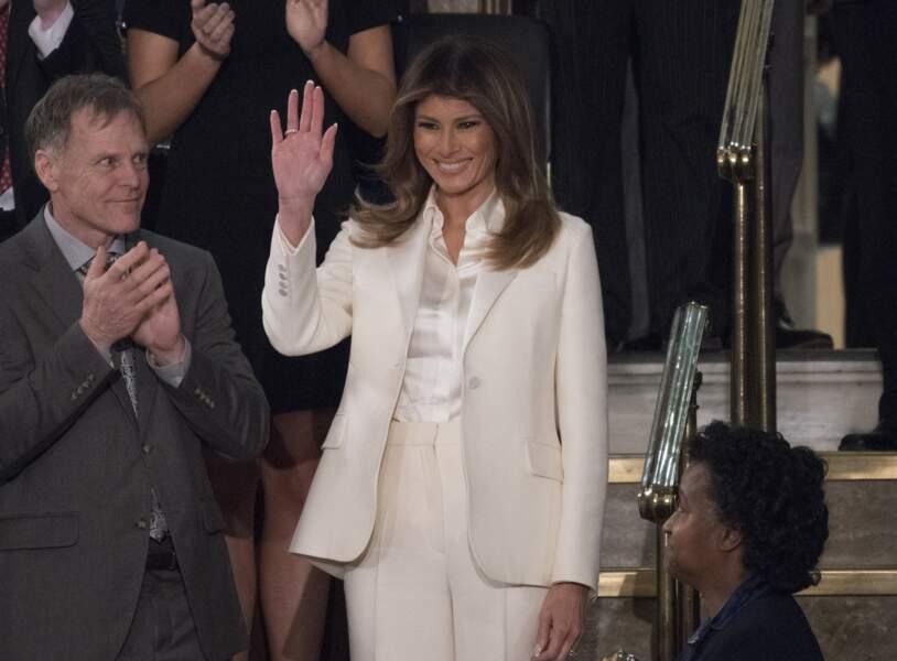 Melania Trump et son tailleur pantalon blanc Dior, porté au Congrès à Washington le 30 janvier 2018