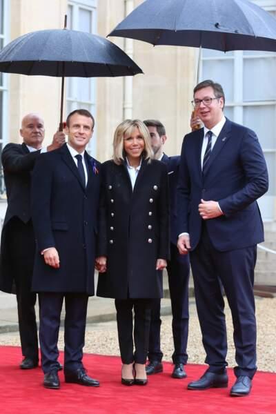 Brigitte Macron en caban et pantalon noir le 11 novembre pour recevoir les chefs d'état à l'Elysée