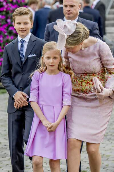 La princesse Eleonore, le prince Gabriel et la reine Mathilde de Belgique lors de la Fête Nationale en 2017