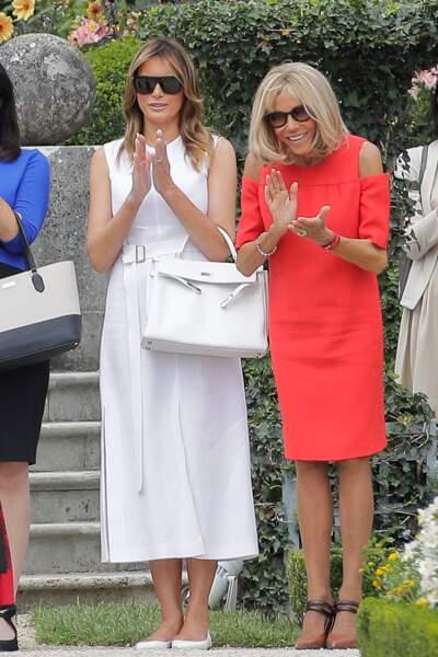 Brigitte Macron en robe au genou, porte à nouveau ses souliers double bride signés Louis Vuitton à 675£