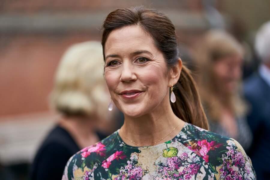 Mary de Danemark, très souriante, au festival des fleurs