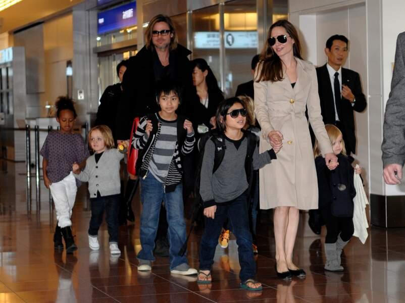 Brad Pitt, Angelina Jolie et leurs enfants à Tokyo en 2011