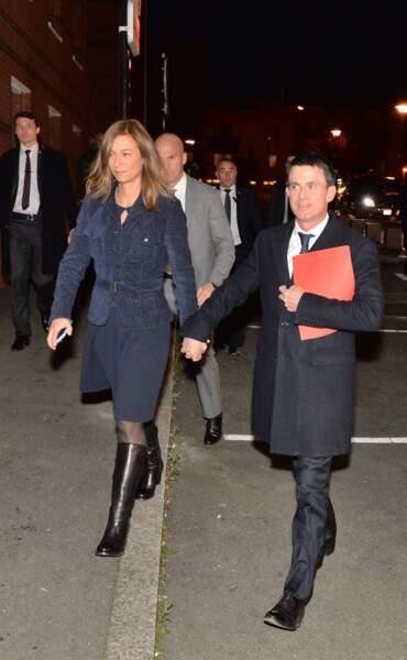 Quant à Valls, il a opté pour un élégant costume