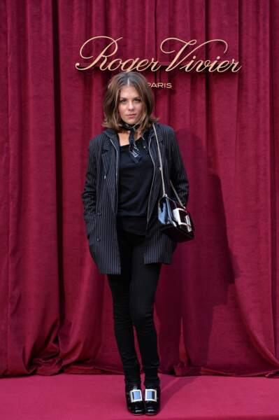 Sobre, Morgane Polanski était toute de noir vêtue à l'Hotel Roger Vivier durant la Fashion Week de Paris.