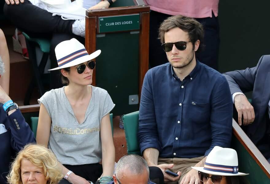 Le chanteur Vianney et Catherine Robert regardent le match