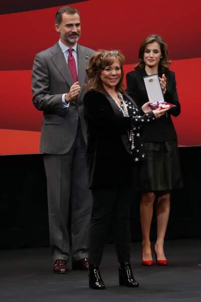 Le roi Felipe VI et la reine Letizia d'Espagne saluent les artistes