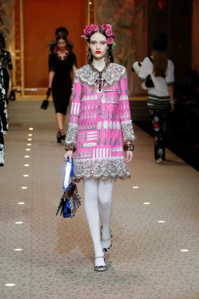 Dolce & Gabbana a pour habitude de twister la babies avec strass et paillettes. Top pour les fêtes !