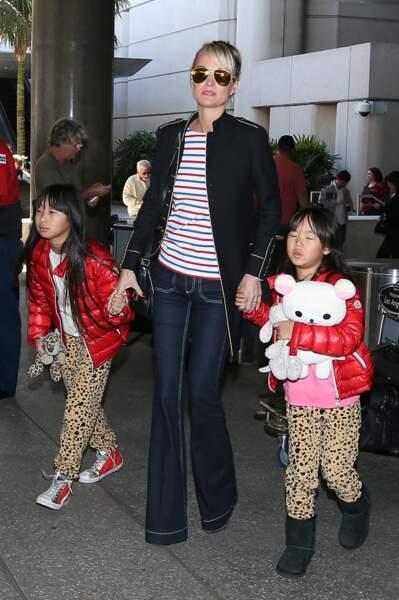 Après son 75ème concert, Johnny Hallyday arrive en famille avec sa femme Laeticia et ses filles