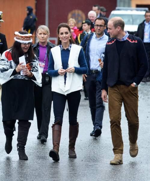 12 ans plus tard en septembre 2016, Kate Middleton porte à nouveau ses bottes fétiches