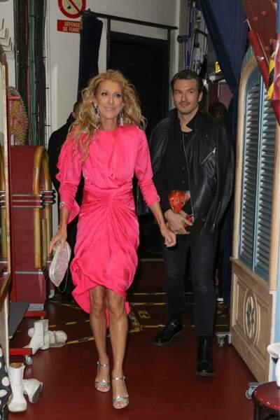 Céline Dion dans une robe rose flashy pour une visite au Moulin Rouge avec Pepe Munoz