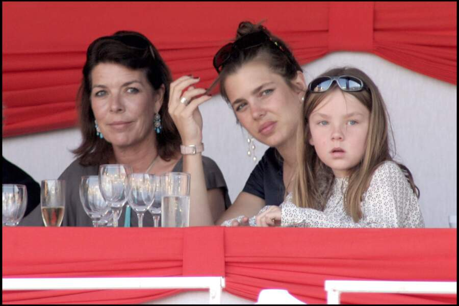 Alexandra de Hanovre, sa mère Caroline et Charlotte Casiraghi le 27 juin 2008