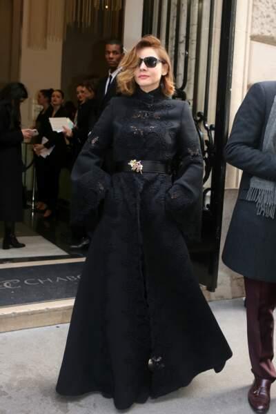 Clotilde Courau en total look noir