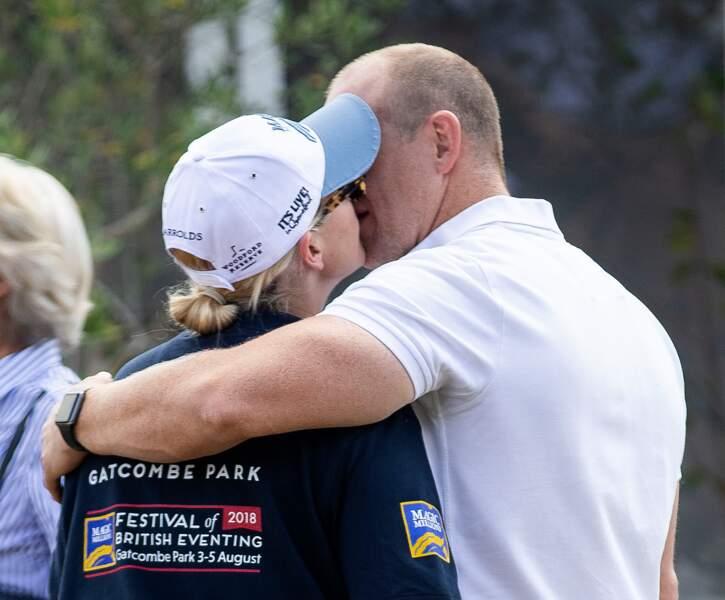 Zara Tindall, la petite-fille d'Elizabeth II ,embrasse de son mari Mike