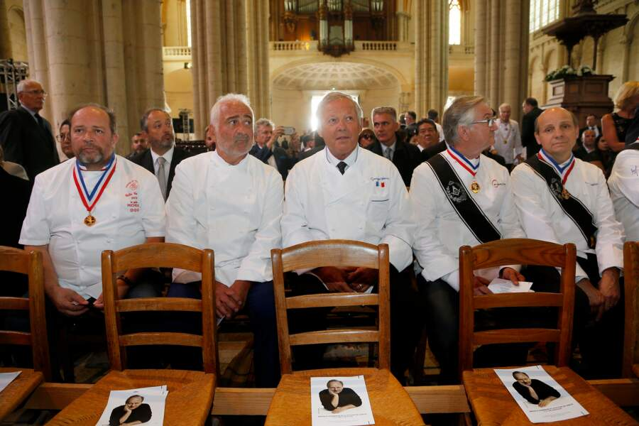 Guy Savoy et Georges Blanc aux obsèques de Joël Robuchon à la cathédrale Saint-Pierre de Poitiers le 17 août