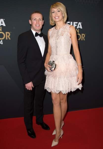 Stéphanie Roche, glamour au bras de son boyfriend