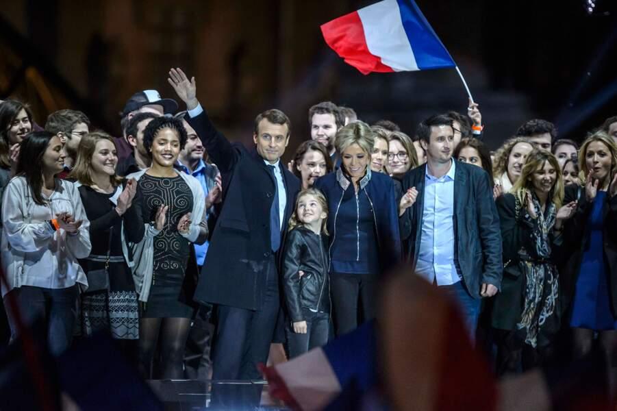 Emmanuel Macron et Brigitte ainsi que sa belle fille Tiphaine et sa petite fille
