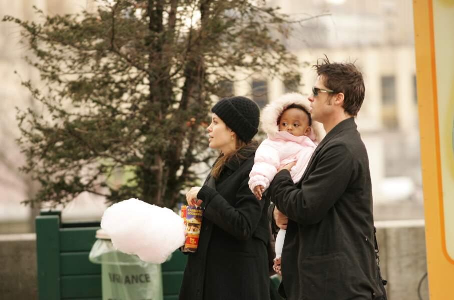 Brad Pitt, Angelina Jolie, Maddox et Zahara en 2006 à Paris